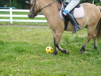 Samson spiller fodbold