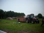Traktor på vej med Poul-Eriks nye Skotske Højlandskalve